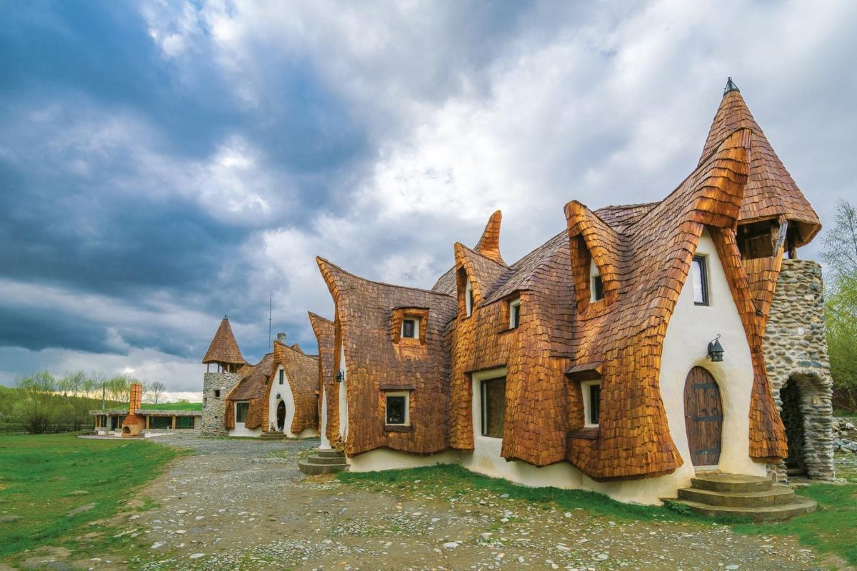Castelul de Lut Valea Zanelor Sibiu Romania - Primăvara